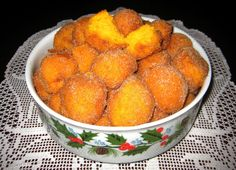 Muito fáceis de fazer, ficam muito fofinhos e são deliciosos.    Ingredientes:  - 750g de cenoura  - 400g de farinha  - 200g de açúcar  ...