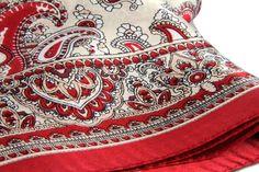 Un des plus beaux foulard de cette collection tout droit venue d'Inde. Ce beau foulard se démarque