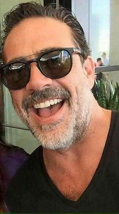 This right here is a wild Jeffrey Dean Morgan in his habitat