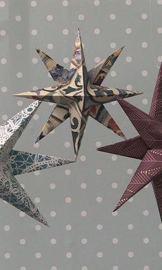 Joulutähti ikkunaan – katso ohje   Meillä kotona Christmas Paper, Christmas Love, Christmas Crafts, Christmas Decorations, Xmas, Diy And Crafts, Paper Crafts, Origami, Weaving