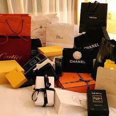 Luxury Girl, Luxury Shop, Luxury Bags, Boujee Lifestyle, Luxury Lifestyle Fashion, Korean Girl Style, Birthday Goals, Billionaire Lifestyle, Shop Till You Drop