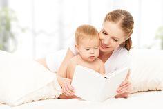 Ze zeggen altijd dat voorlezen erg belangrijk is, maar hoe zit dat precies en op welke leeftijd moet je dan eigenlijk beginnen? Gastbijdrage van De Leukste Voorleesboeken https://www.mamaliefde.nl/blog/hoe-belangrijk-is-voorlezen-en-welke-leeftijd-begin/