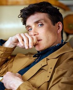 Cillian Murphy-the intensity in his look Peaky Blinders Thomas, Cillian Murphy Peaky Blinders, Pretty Men, Pretty Boys, Gorgeous Men, Foto Portrait, Jolie Photo, Irish Men, Cultura Pop