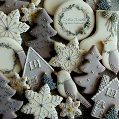 Sugar Cookie Designs For Serious Holiday Baking Inspiration Super Cookies, Iced Cookies, Royal Icing Cookies, Icing For Sugar Cookies, Noel Christmas, Christmas Treats, Christmas Decorations, Green Christmas, Christmas Sugar Cookies