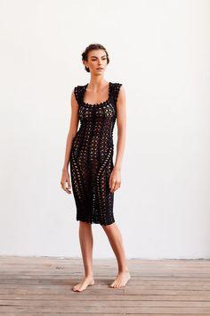 crochet dress by Helen Rödel. Front view. Shoots by Eduardo Carneiro