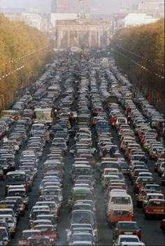 Brаndenburg Gate: A massive traffic jam on the first Saturday after the fall of the Berlin Wall. (1989)