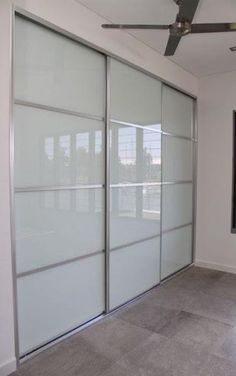 Super Ideas For White Closet Doors Sliding Laundry Rooms Sliding Bedroom Doors, Ikea Closet Doors, Glass Closet Doors, Sliding Door Design, Sliding Wardrobe Doors, Sliding Doors, Sliding Glass Door, Ikea Sliding Wardrobes, Wardrobe Door Designs