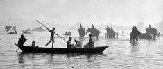 Gange, India, 1956 by Marc Riboud Marc Riboud, Festival Photo, Art Et Nature, Asia, Art Deco, French Photographers, Magnum Photos, Photography Photos, Black Photography