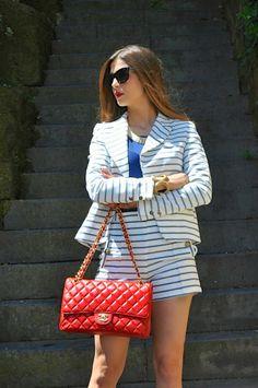 Cosa mi metto??? - Blog stile personale da Fabrizia Spinelli: Navy Suit: pantaloncini e giacca a righe e Chanel rossa in perfetto stile marinaro