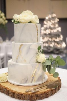 29 Marble Wedding Cake Ideas For Your Wedding Fondant Wedding Cakes, Wedding Cupcakes, Fondant Cakes, Cake Wedding, Small Wedding Cakes, Wedding Cake Designs, Pretty Wedding Cakes, Purple Wedding, Pretty Cakes