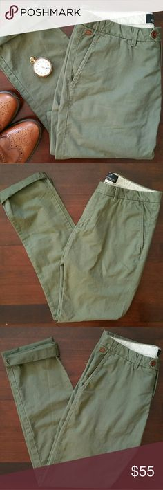 """Scotch & Soda Bowie Slim Straight Leg Chino A soft olive green color covers softly washed cotton chinos cut with a slightly more relaxed fit through the legs. Waist 33, Length 34. Cuff the bottoms for a more casual look. Machine wash, front slant pockets, back welt pockets, zip fly with button-tab closure. Approx front rise: 10.5"""", approx inseam 32"""". Perfect color and style for fall. Lightweight and soft. In excellent condition (worn once). Scotch & Soda Pants Chinos & Khakis"""