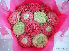 Pretty pink cupcake bouquet Cupcake Bouquets, Cookie Bouquet, Pink Cupcakes, Surprise Gifts, Cake Cookies, Pretty In Pink, Desserts, Recipes, Food