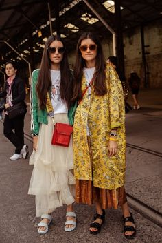 On the streets for Day 3 of Mercedes Benz Fashion Week Australia, the order of the day was scatterings of plaid, earthy tones, miniature structured designer bags, and masses of prints. Top Street Style, Cool Street Fashion, Look Fashion, Girl Fashion, Fashion Outfits, Fashion Tips, Fashion Trends, French Fashion, Milan Fashion