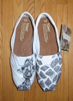 incredible custom TOMS shoes with giraffe