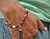 Armband voor mannen van Rocker met Semi-kostbare Vuur Agaat, howliet, Lava, hout, schedel en lederen Wire Wrapped kwast - Boheemse moed armband