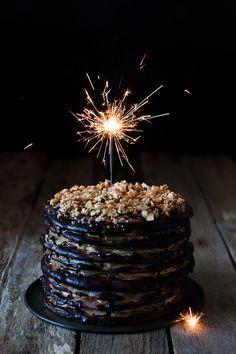 Tort ormiański - Modern Taste - fotografia kulinarna i przepisy Birthday Cake Sparklers, Fireworks Cake, American Cake, Death By Chocolate, Chocolate Cakes, Layer Cake Recipes, Gateaux Cake, Cake Photography, Happy Birthday Cakes