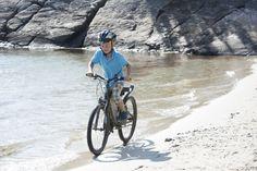 Biking around the idyllic beaches in Mandal.  Photo: Peder Austrud©Visit Sørlandet