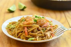 Miki Bihon is a Filipino stir-fried noodle dish made with fresh egg noodles, rice noodles, chicken, shrimp, fish balls and vegetables Miki Noodles Recipe, Yummy Noodles, Rice Noodles, Filipino Dishes, Filipino Food, Filipino Recipes, Guisado Recipe, Chinese Cabbage, Kitchens