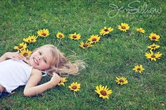 children photography I love this totally got to try it with Abi and Madi! Little Girl Photography, Children Photography Poses, Toddler Photography, Family Photography, Poses Photo, Picture Poses, Sunflower Photography, Toddler Pictures, Little Girl Photos