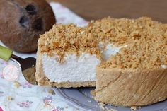La sbriciolata al cocco una torta fredda veloce da preparare, golosa, freschissima e preparata con lo yogurt. Senza Cottura e semplicissima.