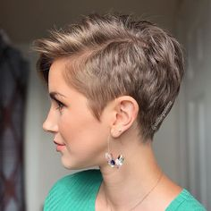 Today I shared in my stories some of the insecurities I have experienced before and after cutting my hair short 😓. The process of needing… para cabello fino medio Super Short Hair, Short Thin Hair, Short Grey Hair, Short Hair Styles Easy, Short Hair With Layers, Short Hair Cuts For Women, Curly Hair Styles, Long Hair, Thin Hair Haircuts