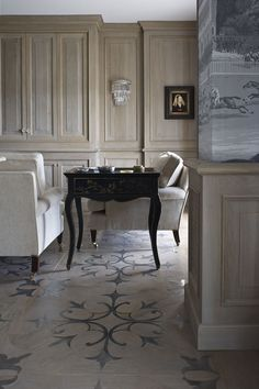 Such a stunning floor, isn't it..Have you noticed the fabulous wrap-around wallpaper? Love.
