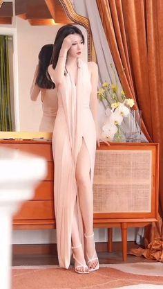 Women With Beautiful Legs, Beautiful Asian Girls, Asian Street Style, Street Style Women, Bride Headband, Stylish Girl Pic, Asian Woman, Korean Girl, Asian Beauty