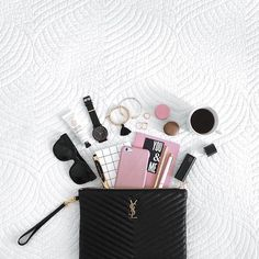 If you tend to change handbags frequently, keep the contents of your purse in a removable pouch so you can transfer essentials quickly and efficiently without accidentally forgetting your keys, wallet or (worse) your phone. Composition Photo, Inside My Bag, Flat Lay Inspiration, Makeup Inspiration, Purse Essentials, Beauty Essentials, Spring Handbags, Flat Lay Photos, What In My Bag