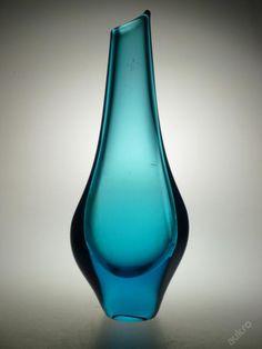 vase, Miloslav Klinger, Železný Brod, 1950 -1970. Bohemia Glass, Glass Collection, Mid Century Design, Czech Glass, Colored Glass, Vases, Glass Art, Sculptures, Bohemian