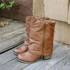 fold over boots, sooo cuteee! Crazy Shoes, Me Too Shoes, Daily Fashion, Love Fashion, Over Boots, Cute Boots, Passion For Fashion, Just In Case, Riding Boots