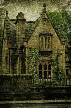 Gothic House, Dalry Cemetery, Edinburgh