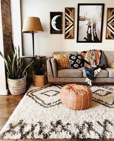 Beautiful boho living room in southwest style. The Rostoran… - H Schönes Boho-Wohnzimmer im Südwestenstil. Der Rostoran … – Haus Garten Beautiful boho living room in southwest style. The Rostoran … room - Home Design Decor, Diy Home Decor, House Design, Design Ideas, Design Projects, Brown Home Decor, Aztec Home Decor, Orange Home Decor, Trendy Home Decor