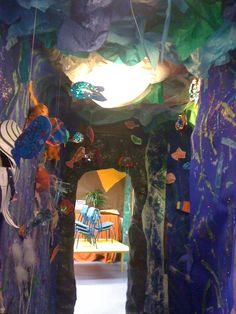 I love this under water corridor theme teaching New Classroom, Classroom Crafts, Classroom Themes, Ks2 Display, Display Ideas, Ocean Projects, Diy Classroom Decorations, Dramatic Play Area, Ocean Themes