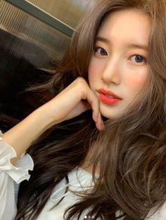 Suzy Alluring Beauty @ HanCinema :: The Korean Movie and Drama Database Bae Suzy, Suzy Instagram, Miss A Suzy, Estilo Cool, Kpop Hair, Korean Actresses, Korean Celebrities, Girl Crushes, Ulzzang Girl
