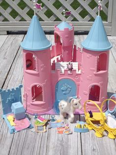 Vintage My Little Pony G1 Dream Castle Majesty 80's toy play set Accessories. The horse was Majesty and the dragon was Spike. I remember the felt banners, they didn't last because the holes ripped over time.