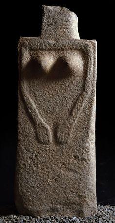Ancient Goddesses, Art Ancien, Art Premier, Mother Goddess, Goddess Art, Small Sculptures, Ancient Artifacts, Old Art, Religious Art