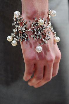 pearls by Balenciaga by Nicolas Ghesquière Pearl Jewelry, Jewelry Bracelets, Fine Jewelry, Bangles, Pearl Bracelet, Jewelry Accessories, Fashion Accessories, Jewelry Design, Fashion Jewelry
