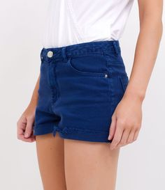 Short feminino  Modelo cintura alta  Barra desfiada  Marca: Blue Steel  Tecido: sarja  Composição: 98% algodão e 2% elastano  Modelo veste tamanho: 36     COLEÇÃO VERÃO 2017     Veja outras opções de    shorts jeans   .