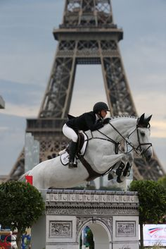 Nice shot of Georgina Bloomberg and Juvina, right in front of the #Eiffel Tower! - #Longines Global Champions Tour Paris Eiffel Jumping presented by #Gucci © Sportfot