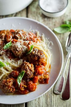 Succulent meatballs cooked in rich tomato sauce | simply-delicious-food.com #recipe #food #pasta