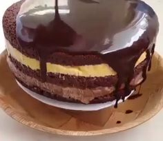Tort de ciocolata cu doua tipuri de cremă • Gustoase.net Caramel, Pudding, Desserts, Sticky Toffee, Tailgate Desserts, Candy, Puddings, Dessert, Postres
