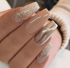 Chrome nails are the latest technology used by all trendy ladies and top nail bar salons. They use some gold/silver and metal nails to make them look gold foil/silver. Chromium nail powder can also be used. Have you tried Chrome Nail Art Designs bef Chrome Nails Designs, Acrylic Nail Designs, Nail Art Designs, Pretty Nail Designs, Awesome Designs, Purple Nail, Rose Gold Nails, Purple Pedicure, Gold Gel Nails