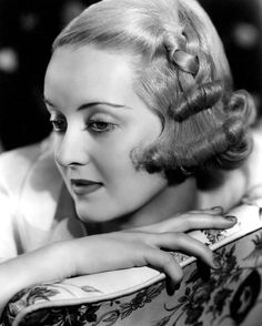The great star of #Hollywood actress #BetteDavis; she is a   beauty clasic in it films old ...