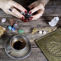 Conoce las 12 herramientas más importantes de la magia Wicca, para proyectar la energía hacia tu objetivo