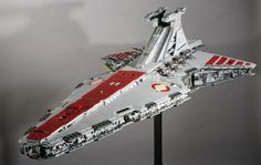 This amazing Venator-class Star Destroyer was custom-built for the Star Wars Celebration 3 event in It was created from about Lego bricks. Star Wars Clones, Lego Clones, Star Wars Clone Wars, Star Wars Art, Star Trek, Construction Lego, Star Wars Spaceships, Lego Sculptures, Lego Ship