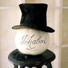 Love this Ichabod pumpkin from Better Homes and Gardens! Halloween Vintage, Fete Halloween, Halloween House, Holidays Halloween, Halloween Outfits, Spooky Halloween, Halloween Themes, Halloween Pumpkins, Halloween Crafts