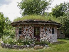 Fabrika de Case - Arhitectura ecologica / #coordwood #greenroof