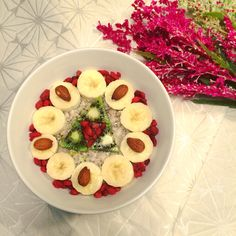 Apple-Oatmeal with great toppings #healthybreakfast #oatlove #gojiberries #almonds