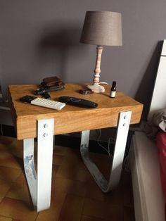 """Table de chevet rustique par Timax - Réalisation d'une table de chevet """"rustique """" .  C'est la deuxième que je fait donc les défauts de l'autre ont été corriger =)  Les pieds sont en fer plat de 6 mm d'épais , et la table en chêne épaisseur..."""