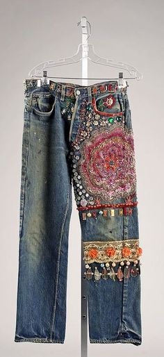 Embroidered Jeans- late - From The Metropolitan Museum of Art. These were typical jeans that women wore in the during the hippie movement. Young people protesting against the establishment adopted blue jeans fas a symbol of solidarity with working people. Hippie Chic, Hippie Style, Bohemian Style, My Style, Diy Fashion, Vintage Fashion, Womens Fashion, Vintage Denim, Vintage Dress